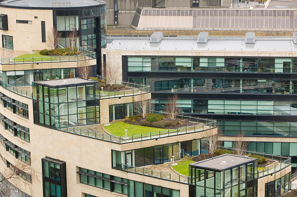 Construction Industry「An architect designed modern building with a grass roof just off Princes Street in Edinburgh Scotland UK. Incorporating a green roof on buildings can help cut energy costs by keeping the building warmer in winter and cooler in summer.」:写真・画像(13)[壁紙.com]