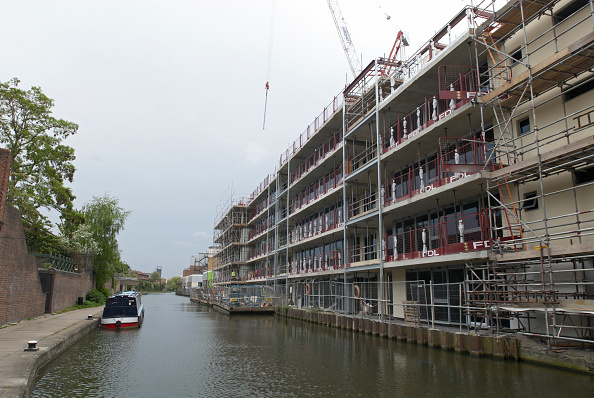 Barge「New apartment block development, Regents Canal, Camden, London, UK」:写真・画像(10)[壁紙.com]
