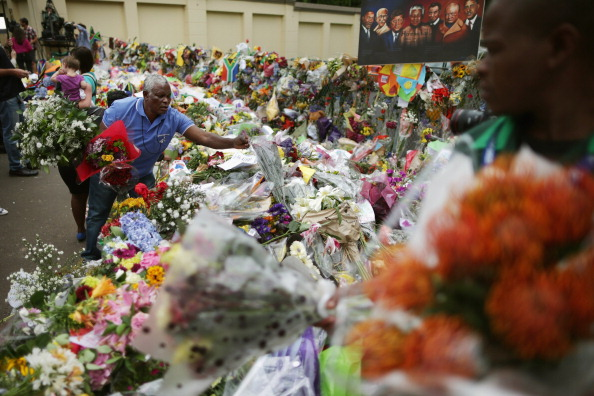 Bouquet「South Africans Continue To Mourn The Loss Of Their Former President Nelson Mandela」:写真・画像(11)[壁紙.com]