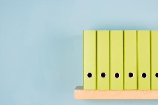 並んでいる「Row Of Green Ring Binders」:スマホ壁紙(15)