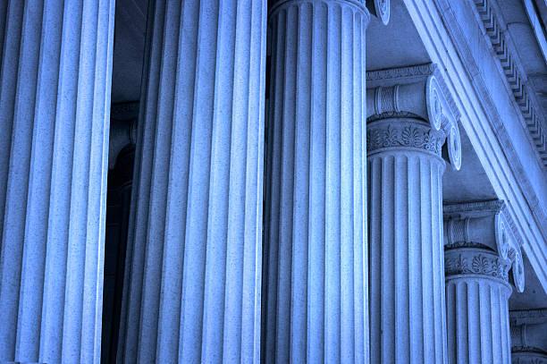 Row of Greek columns:スマホ壁紙(壁紙.com)