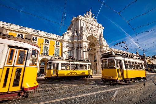 Cable Car「Lisbon trams at Praca do Comercio」:スマホ壁紙(19)