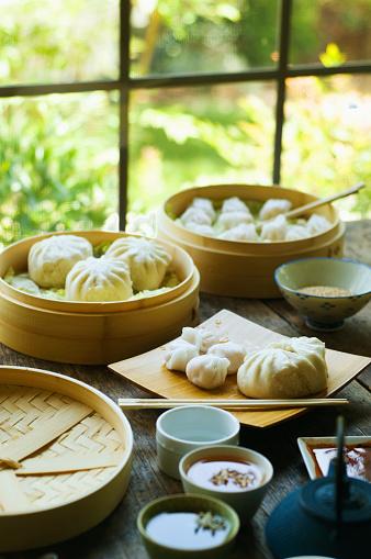 Dim Sum「Asian dumpling in steamer with cabbage」:スマホ壁紙(6)