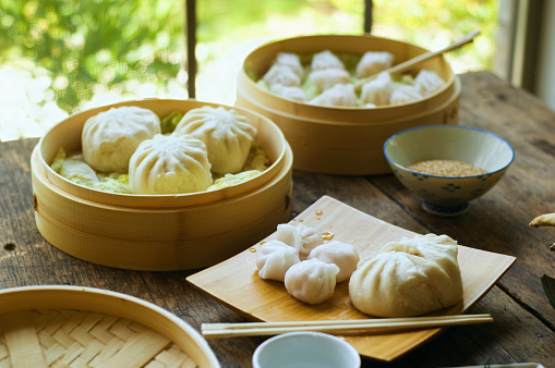 Dim Sum「Asian dumpling in steamer with cabbage」:スマホ壁紙(5)