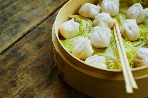 Dumpling「Asian dumpling in steamer with cabbage」:スマホ壁紙(9)