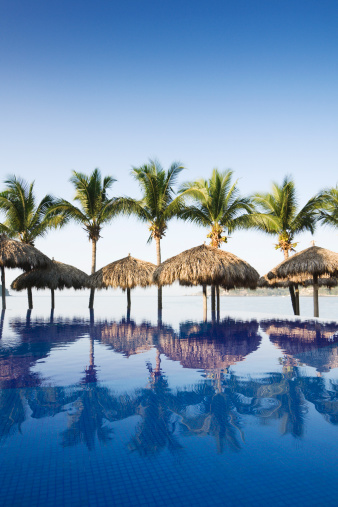 Resort「Beach and Swimming Pool of Tourist Resort Hotel in Mexico」:スマホ壁紙(16)