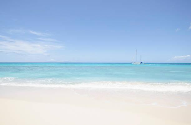 Beach and sailboat, Antigua:スマホ壁紙(壁紙.com)