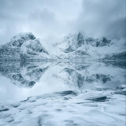 冠雪「Snow covered mountains, Lofoten, Norway」:スマホ壁紙(18)