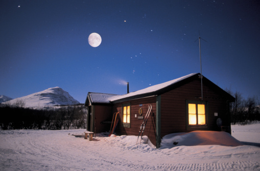Chalet「snow covered cottage under full moon」:スマホ壁紙(3)
