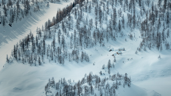 Piedmont - Italy「Snow covered houses in the mountains」:スマホ壁紙(14)