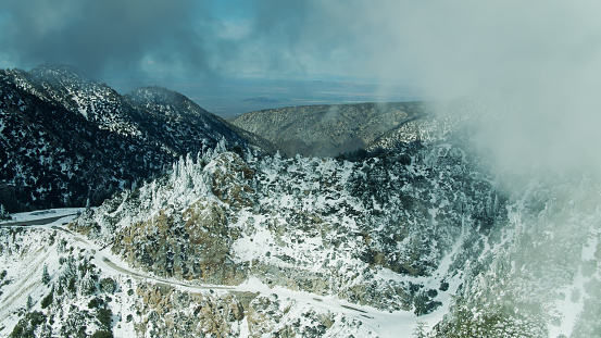Angeles National Forest「Snow Covered Mountain Roads in the San Gabriel Mountains - Aerial Shot」:スマホ壁紙(12)