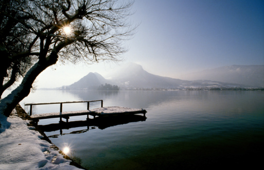 Annecy「Snow covered dock and mountains」:スマホ壁紙(5)