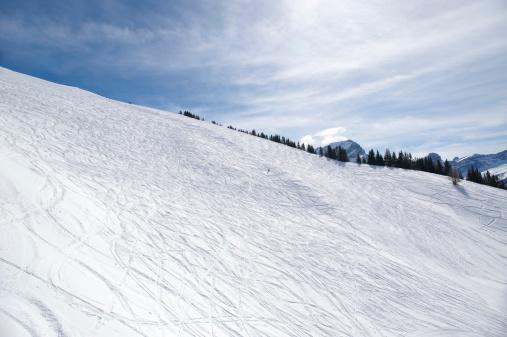 Ski Track「Snow covered mounitain with ski tracks」:スマホ壁紙(14)