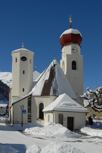 St Anton am Arlberg「Snow covered Church」:スマホ壁紙(14)
