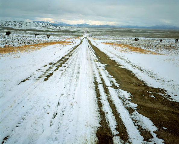 Sparse「Snow covered prairie road (near the village of Eureka) - state of Nevada - USA」:写真・画像(12)[壁紙.com]