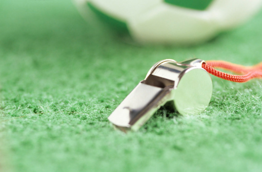 Whistle「Whistle and football」:スマホ壁紙(18)