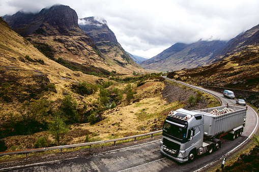 Freight Transportation「Truck deliveries in Glencoe valley」:スマホ壁紙(16)