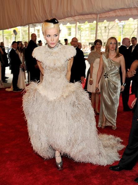 """Alexander McQueen - Designer Label「""""Alexander McQueen: Savage Beauty"""" Costume Institute Gala At The Metropolitan Museum Of Art - Arrivals」:写真・画像(4)[壁紙.com]"""