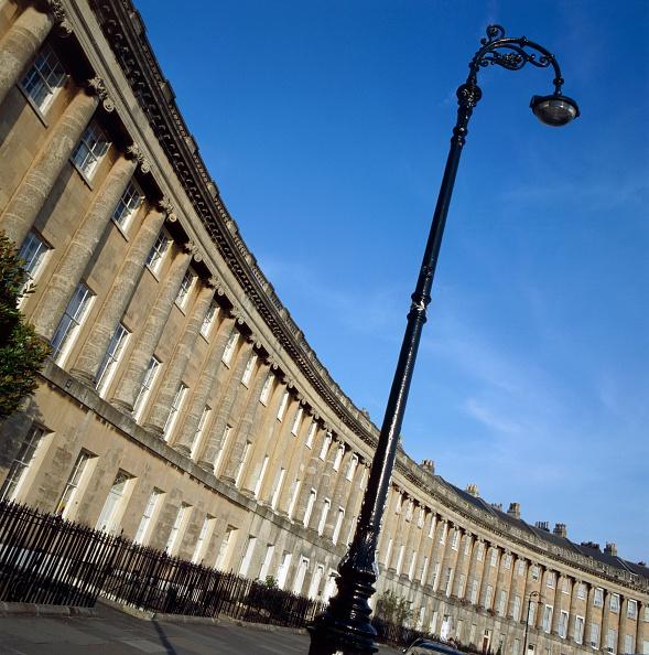 Curve「The Royal Crescent, Bath, Somerset, c2000s(?)」:写真・画像(7)[壁紙.com]
