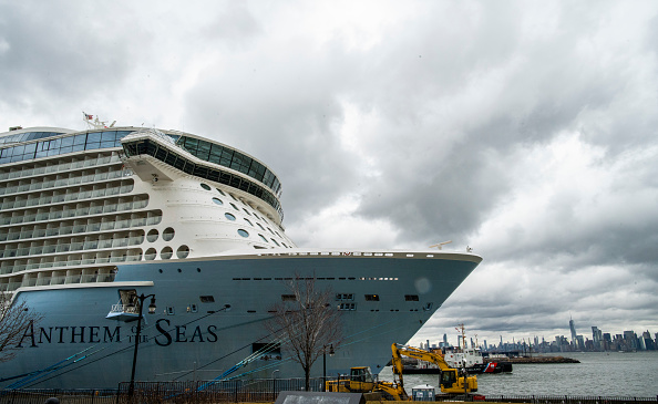 Ship「Passengers Evacuated From Royal Caribbean Cruise Ship For Possible Coronavirus」:写真・画像(12)[壁紙.com]