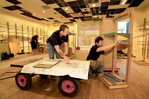 2002「Shop Fitting: constructing shelving unit Reading plans」:写真・画像(12)[壁紙.com]