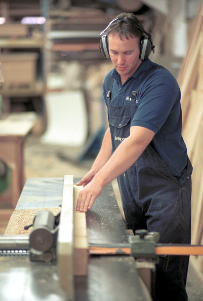Caucasian Ethnicity「Shop Fitting Woodwork with machinery Using a planer」:写真・画像(12)[壁紙.com]
