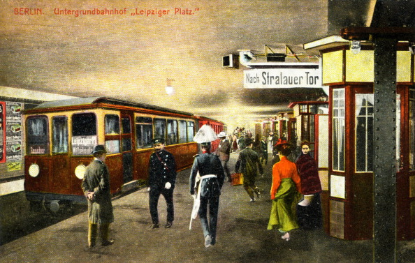 Culture Club「Platform of  Berlin's underground station in the early 20th century  ('Leipziger Platz'). Painted photographic postcard.」:写真・画像(8)[壁紙.com]