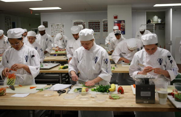 飲食「Food Industry Continues To Offer Career Opportunities In Weak Economy」:写真・画像(16)[壁紙.com]