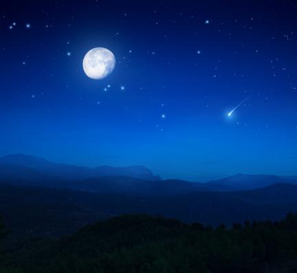 Moon「Rising moon over mountains」:スマホ壁紙(5)