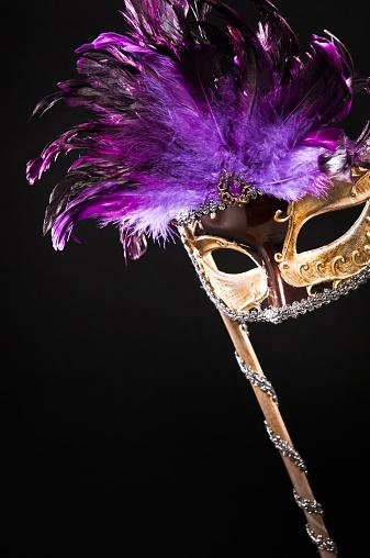 カーニバル「ゴールドの仮面舞踏会のカーニバルマスク、パープルのフェザー」:スマホ壁紙(17)