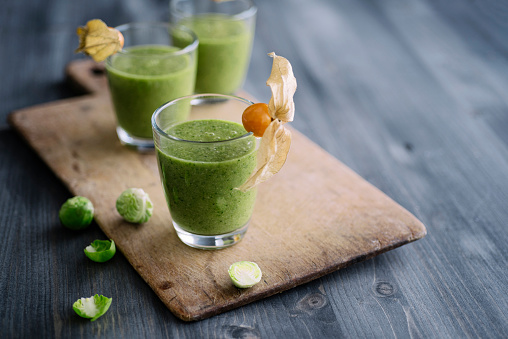 Winter Cherry「Green smoothie with brussel sprout, banana and apple juice garnished with physalis」:スマホ壁紙(10)