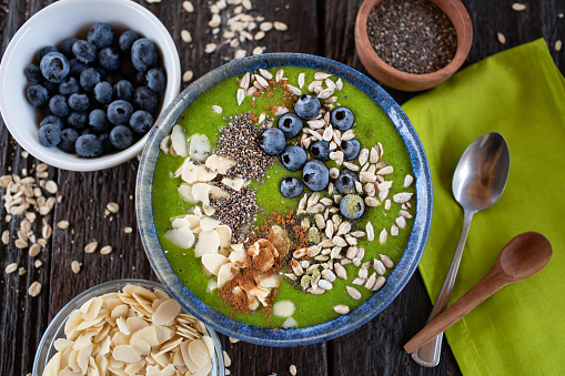 Bowl「Green smoothie bowl with almonds, blueberries, chia and sunflower seeds」:スマホ壁紙(4)