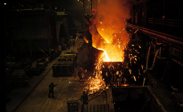 Pouring「Furnace, pouring molten steel in foundry」:写真・画像(12)[壁紙.com]