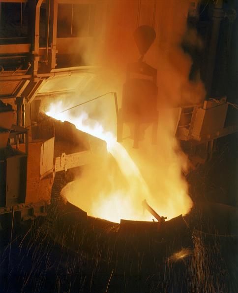Crockery「Furnace, Pouring Molten Steel in Foundry」:写真・画像(0)[壁紙.com]