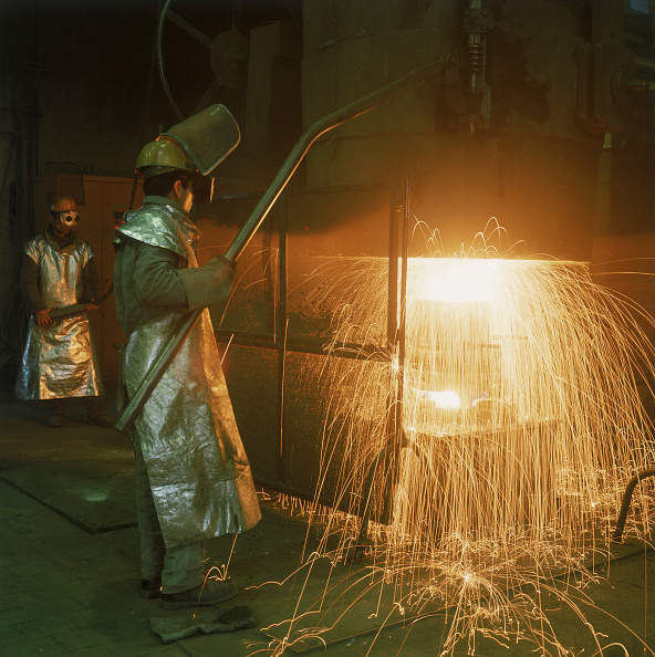 Environmental Damage「Furnace - Pouring Molten Steel in Foundry」:写真・画像(0)[壁紙.com]