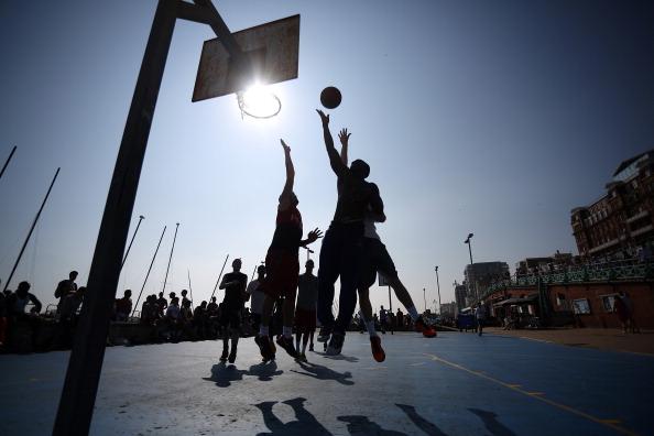 バスケットボール「Sunseekers Head To The Beach as the country enjoys a heatwave」:写真・画像(6)[壁紙.com]