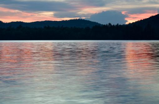 アディロンダック森林保護区「夕暮れの湖」:スマホ壁紙(14)