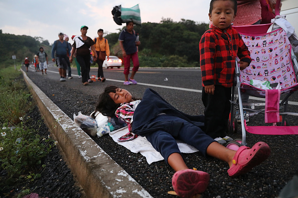 Refugee「Thousands Of Hondurans In Migrant Caravan Continue March Through Mexico」:写真・画像(9)[壁紙.com]