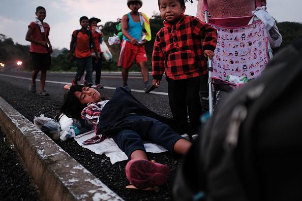 Refugee「Thousands Of Hondurans In Migrant Caravan Continue March Through Mexico」:写真・画像(15)[壁紙.com]
