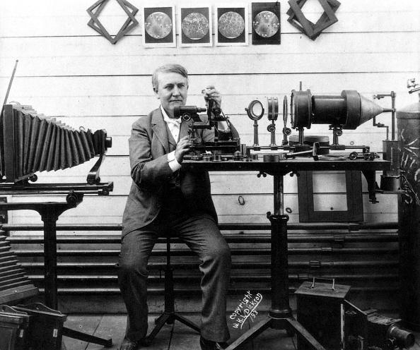 1890-1899「Thomas Alva Edison (1847-1931) american inventor of phonograph here in his laboratory c. 1893」:写真・画像(18)[壁紙.com]