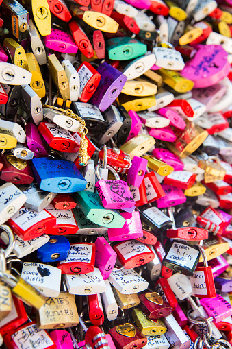 Love fortune「Locks at Casa di Giuletta」:スマホ壁紙(13)