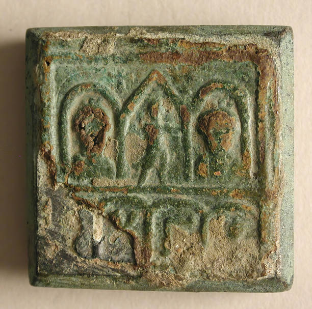 Copper-Alloy Balance Weight With Figures In An Architectural Setting:ニュース(壁紙.com)