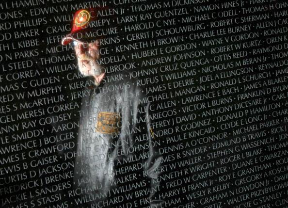 Veteran「Names Of War Dead Read At Vietnam Veterans Memorial」:写真・画像(13)[壁紙.com]