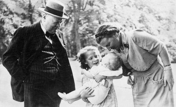 Netherlands「Churchill Visits Dutch Royal Family」:写真・画像(1)[壁紙.com]