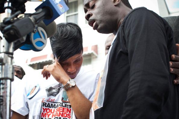 Rubbing「Supporters Of Police Shooting Victim Ramarley Graham」:写真・画像(6)[壁紙.com]