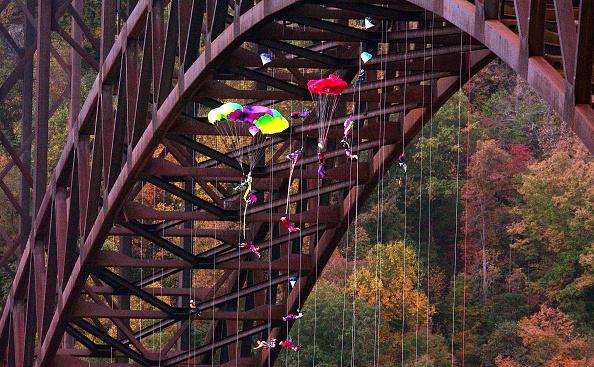 Extreme Sports「Bridge Day」:写真・画像(3)[壁紙.com]