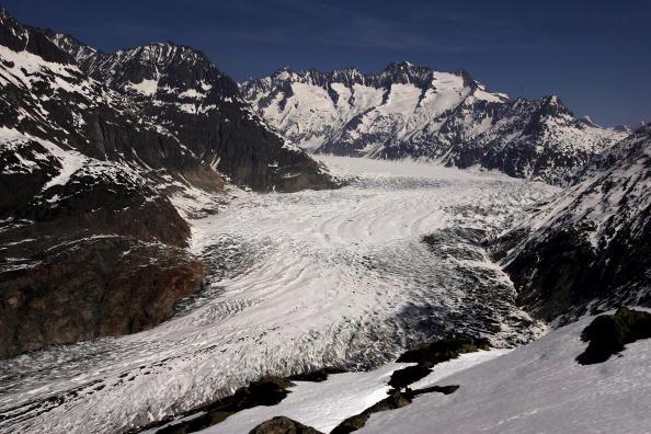 アレッチ氷河「Aletsch Glacier Retreat Continues」:写真・画像(2)[壁紙.com]
