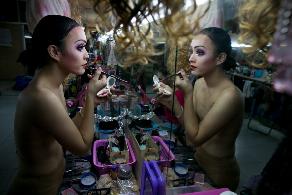 Breast「Behind The Scenes At The Chiang Mai Cabaret Show」:写真・画像(6)[壁紙.com]