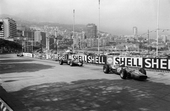 Monaco Formula One Grand Prix「Surtees Leads Stewart」:写真・画像(7)[壁紙.com]