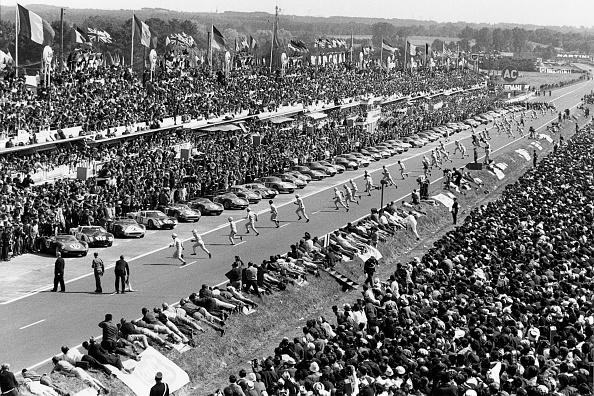 Beginnings「John Surtees, Masten Gregory, Pedro Rodriguez, 24 Hours Of Le Mans」:写真・画像(9)[壁紙.com]